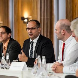 Von links: Dr. Andreas Keller, Dr. Ole Janssen, Jan-Martin Wiarda, Prof. Dr. Georg Rosenfeld (verdeckt), Dr. Thomas Kathöfer